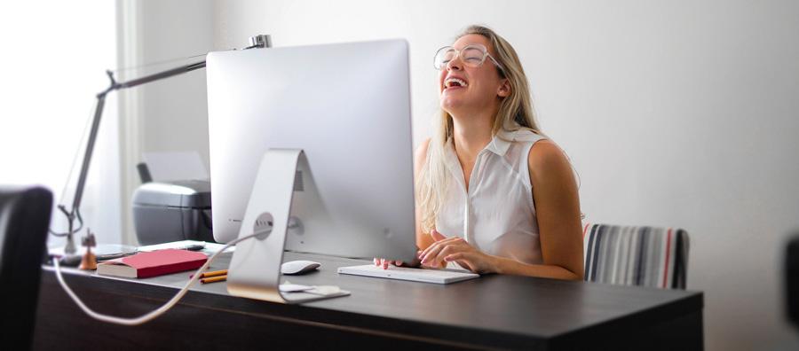 Mutlu Kadın Çalışanlar